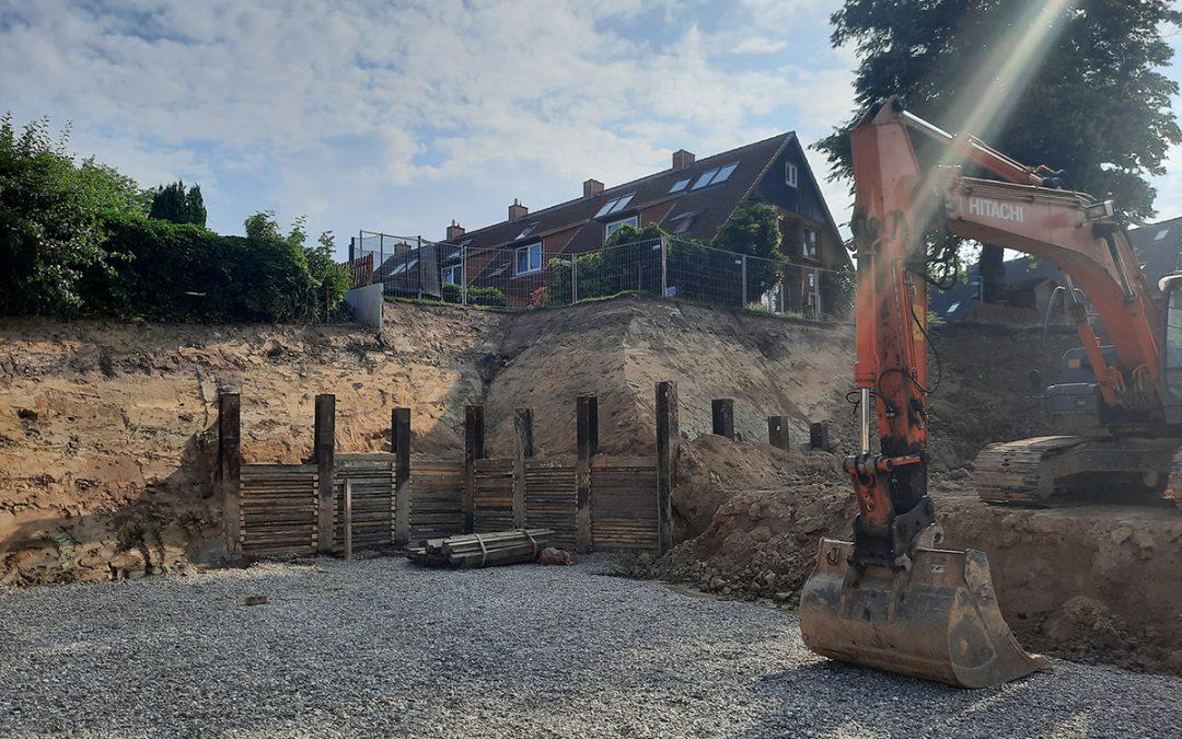 """Der """"Berliner Verbau"""" als Absicherung zu unserem Privatgrundstück steht."""